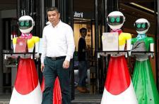 중국 졸부, 8명 로봇 여비서 대동 쇼핑 화제