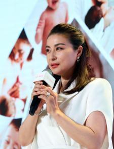 중국 '얼짱 스포츠 스타' 궈징징 '엄마'로 변신
